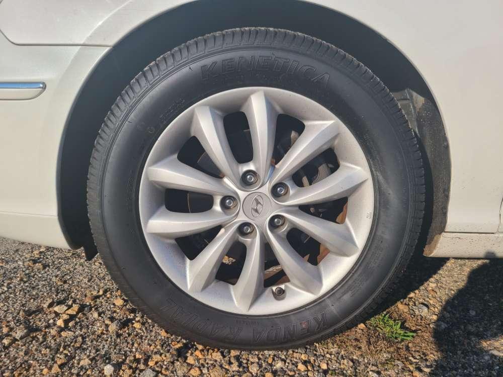 Hyundai Azera 2008 White