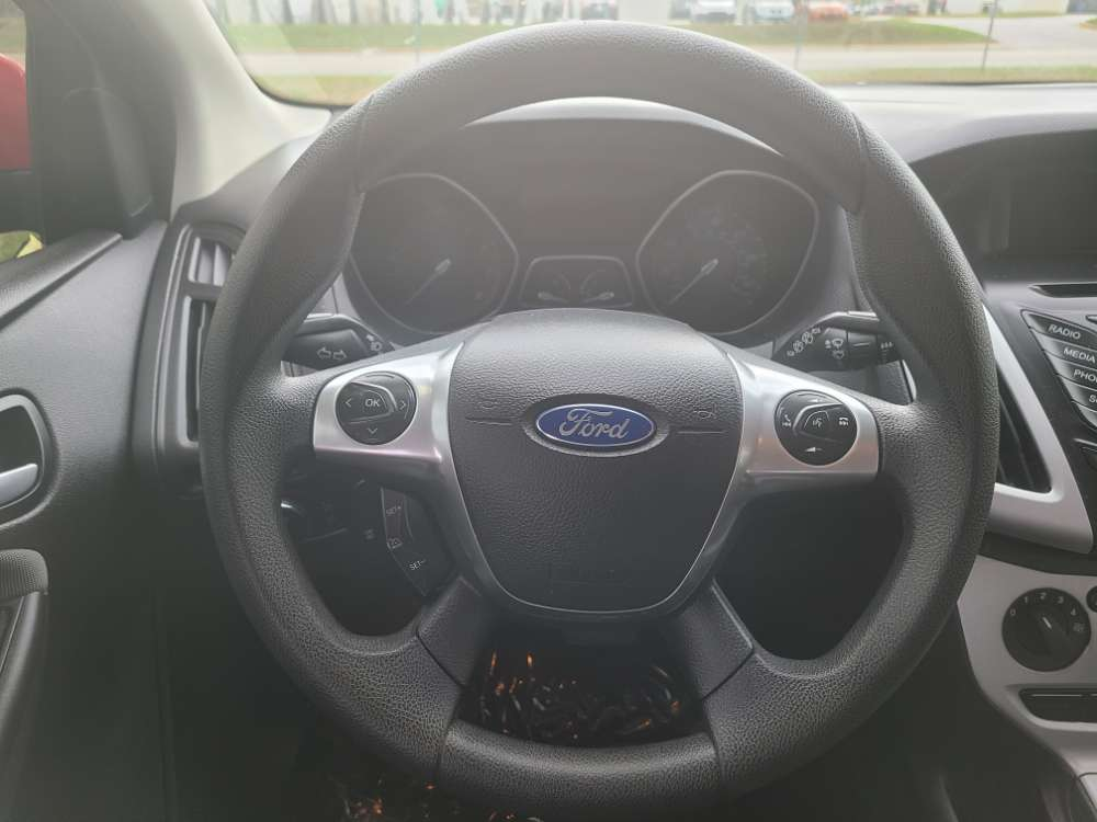 Ford Focus 2014 Red