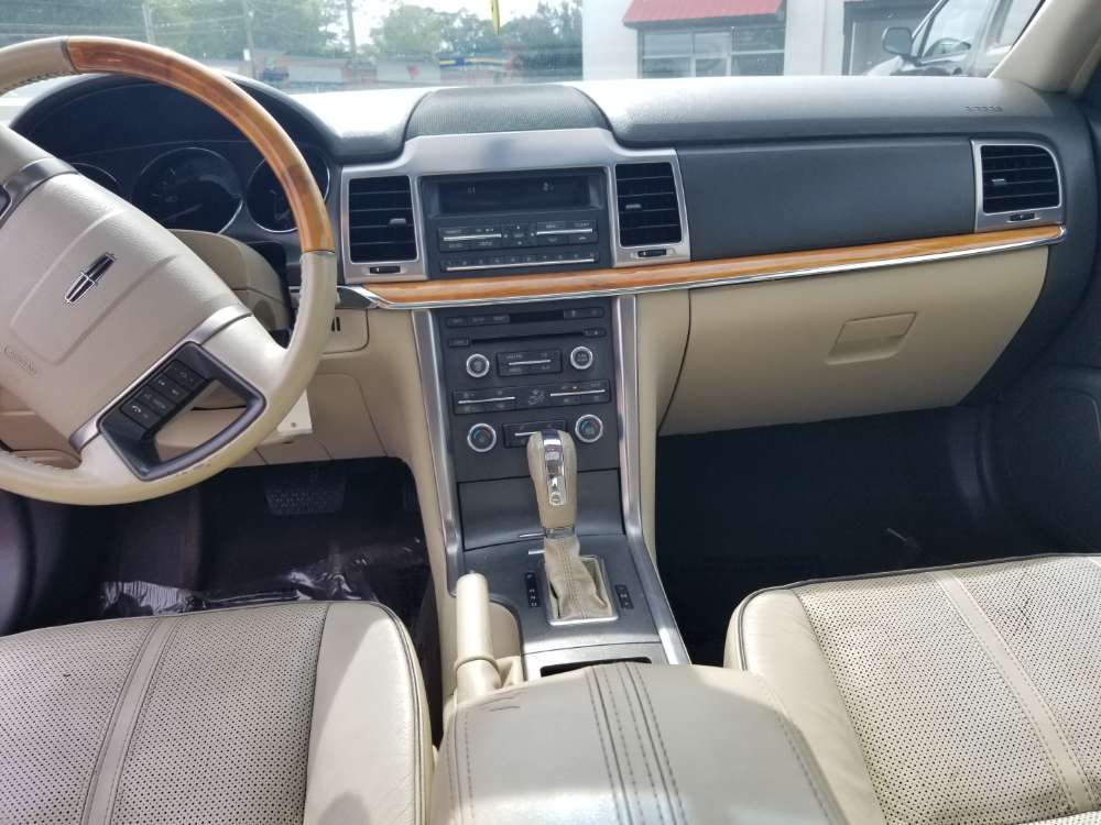 Lincoln MKZ 2010 Red,